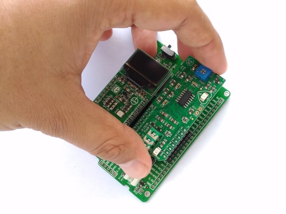 Inserting OLED W click and Easy Pulse mikro into the clicker 2 board