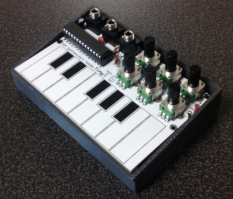Arduino synthesizer with a 1-octave capacitive touch keyboard