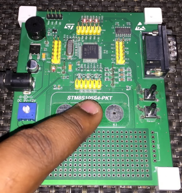STM8S207S6T6 Multi-Capacitive Touch Button Test